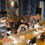 Kinderen bij microscoop